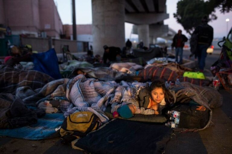 Desperation on US-Mexico border as migrants pile up